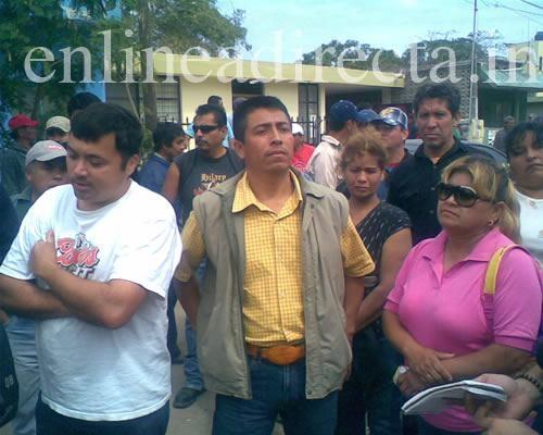 Protestan nuevamente obreros
